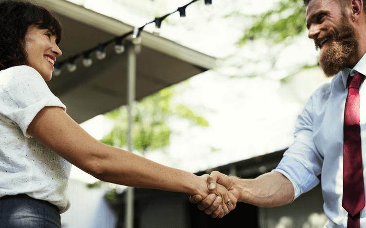 外国人同士の握手
